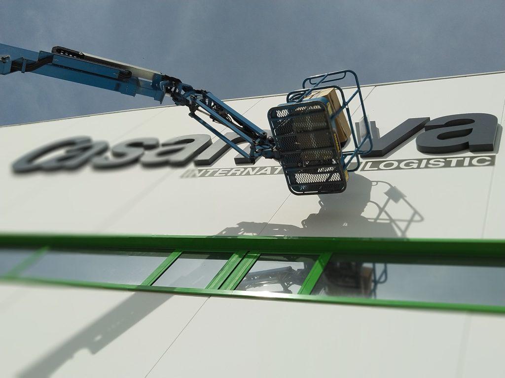 Trabajos de Rotulacion en fachada